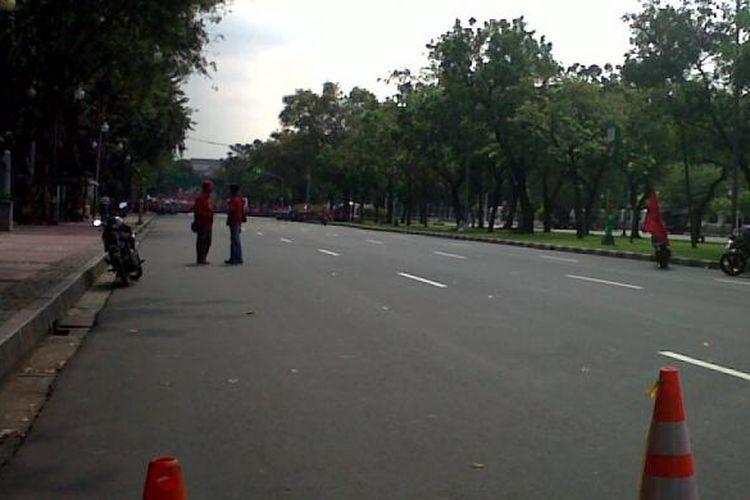 Jalan Merdeka Utara ditutup.