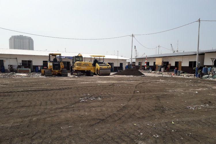 Puing-puing bangunan yang memenuhi Kampung Akuarium tampak telah terganti dengan timbunan pasir yang dipadatkan serupa aspal, Rabu (30/5/2018).