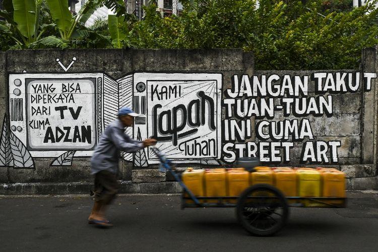 Mural kritik di kelurahan Kebon Kacang, Kecamatan Tanah Abang, Jakarta Pusat, Selasa (24/8/2021).