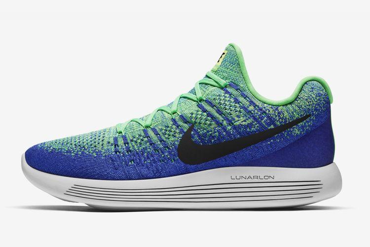 Sepatu lari Nike Lunar Epic