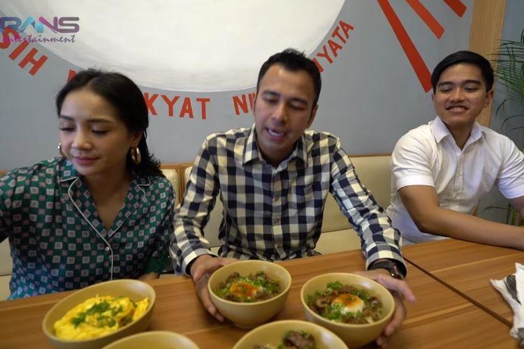 Artis Raffi Ahmad dan Nagita Slavina mencoba Mangkok Ku.