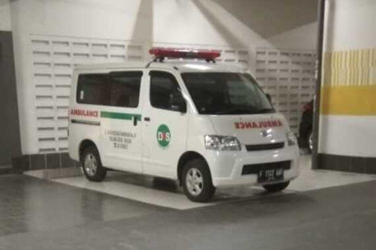 Kondisi sebelum mobil ambulans yang terparkir di halaman depan Klinik Dentisari, Desa Kedung Waringin, Kecamatan Bojonggede, Kabupaten Bogor, Jawa Barat raib digondol maling pada Rabu (7/7/2021).