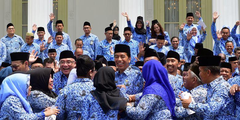 Jokowi telah menandatangani Peraturan Pemerintah (PP) Nomor 15 Tahun 2019 tentang Perubahan Kedelapan Belas atas Peraturan Pemerintah Nomor 7 Tahun 1977 tentang Peraturan Gaji Pegawai Negeri Sipil.