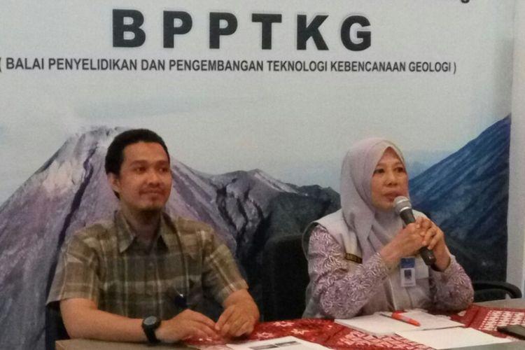 Kepala Balai Penyelidikan dan Pengembangan Teknologi Kebencanaan Geologi (BPPTKG) Yogyakarta, Hanik Humaida saat jumpa pers terkait aktivitas Gunung Merapi.
