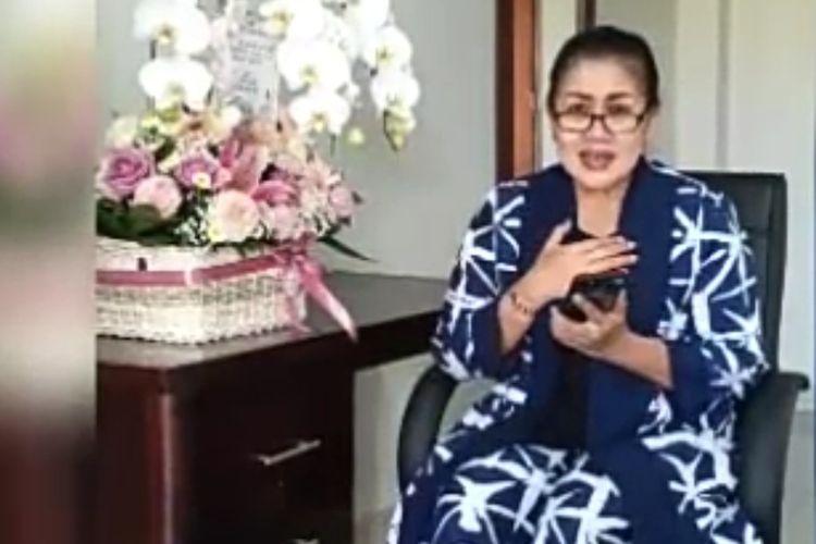 Istri Gubernur Bali, Ni Putu Putri Suastini Koster menyatakan dirinya terpapar Covid-19.