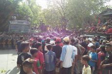 Terdampak Polusi, Warga Turun ke Jalan Hadang Truk Batu Bara