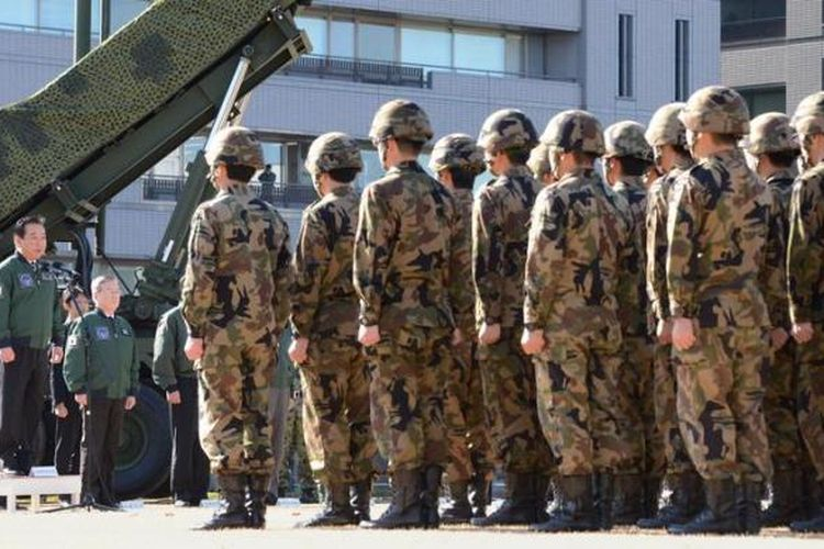Sejak kalah dalam Perang Dunia II, peran militer Jepang dibatasi dan hanya berfungsi sebagai alat pertahanan negara dan tak boleh digunakan untuk tujuan ofensif di luar negeri.