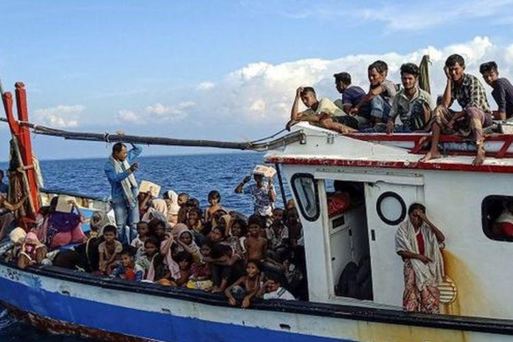 Sebanyak 94 orang pengungsi etnis Rohingya, terdiri dari 15 orang laki-laki, 49 orang perempuan dan 30 orang anak-anak ditemukan terdampar sekitar empat mil dari pesisir Pantai Seunuddon, Kabupaten Aceh Utara, pada Rabu (24/06/2020).