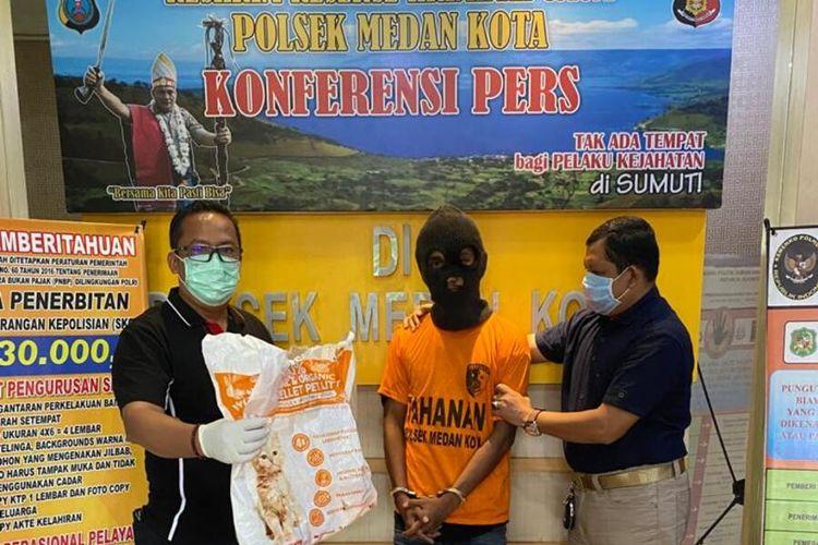 MA ditangkap Unit Reskrim Polsek Medan Kota atas pencurian 3 kucing himalaya di rumah korban di Komplek Fortune, Jalan Bahagia, Kelurahan Teladan Timur, Kecamatan Medan Kota,