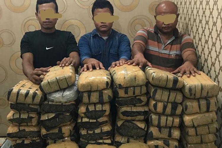 Tiga orang pelaku penjual ganja kering sebanyak 80 kg ditangkap polisi di titi kembar di Desa Sembahe, Kecamatan Sibolangit, Deliserdang. Salah satu orang pelaku, Rangga tercatat baru keluar dari penjara di Nusa Kambangan pada Februari 2019. Dia juga tercatat sebagai pentolan GAM di Ach Tenggara.