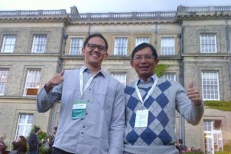 Firman Azhari (kiri), mahasiswa STEI ITB dan peneliti Blackberry Innovation Center yang menjadi juara dunia kompetisi Kaspersky Cyber Security, dan Prof. Suhono Harso Supangkat, supervisor Firman Azhari di BlackBerry Innovation Center ITB