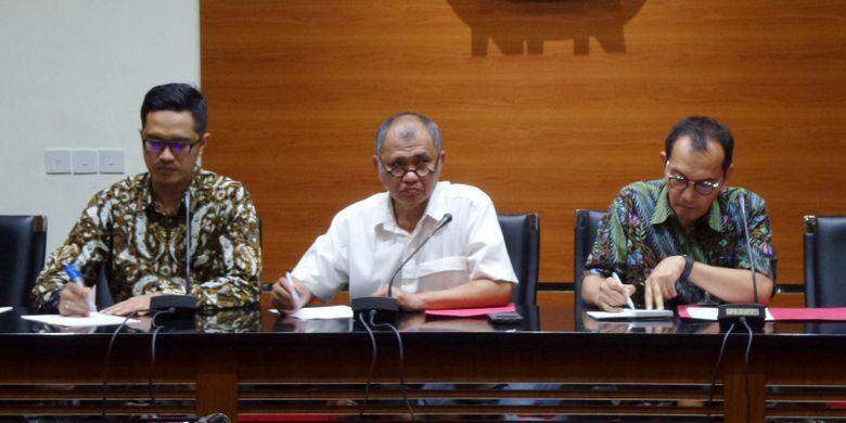 Ketua KPK Agus Rahardjo mengumumkan penetapan Ketua DPR Setya Novanto sebagai tersangka di Gedung KPK Jakarta, Senin (17/7/2017).
