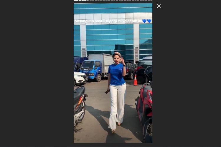 Penampilan Nikita Mirzani saat tampil di sebuah acara televisi, Rabu (22/5/2019).