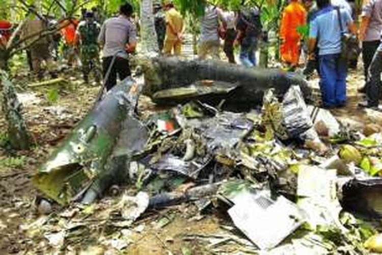 Kondisi helikopter milik TNI yang jatuh di Poso Pesisir, Kabupaten Poso, Sulawesi Tengah, Minggu (20/3/2016). Foto diambil pada Senin (20/3/2016).