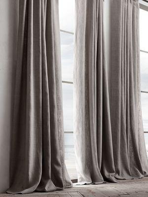 Material linen pada tirai untuk interior bergaya khas Belgia.