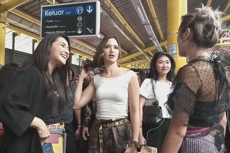 Nia Ramadhani, Jessica Iskandar dan Maudy Koesnadi saat dijumpai Stasiun Gondangdia, Jakarta Pusat, Rabu (15/1/2020).