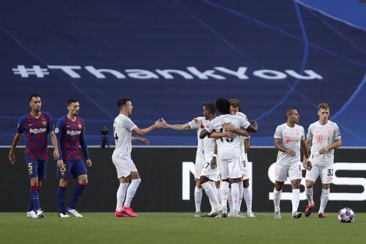 Para pemain Bayern Muenchen merayakan gol Thomas Mueller kontra Barcelona pada laga perempat final Liga Champions di Estadio Da Luz, Lisbon, pada Sabtu (15/8/2020) dini hari WIB.