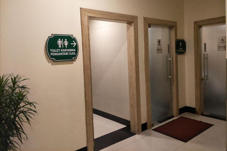 Puri Indah Mall memisahkan toilet pengemudi ojek online dengan toilet pengunjung