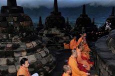 Ribuan Umat Buddha Ikuti Detik-detik Waisak di Candi Borobudur