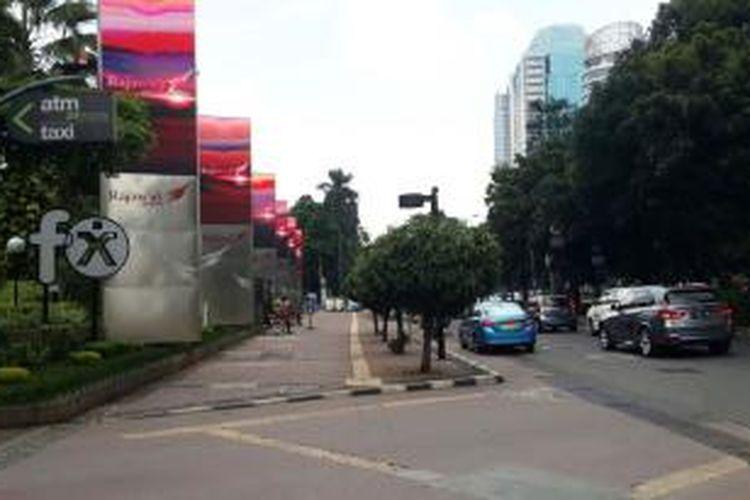 Suasana di kawasan central business district (CBD) Sudirman, Kamis (14/1/2016) siang terlihat sepi.