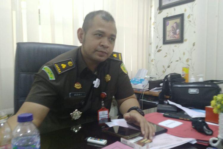 Kasi Pidsus Kejari Jember Setyo Adhi Wicaksono saat memberikan keterangan terkait vonis majlis hakim soal perkara korupsi pasar manggisan