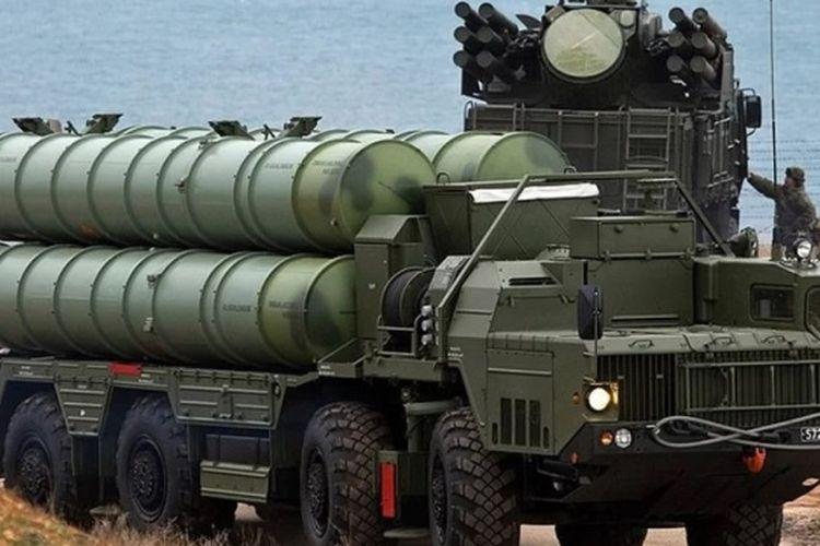 Sistem pertahanan misil S-400 Triumph buatan Rusia yang telah dikirim ke China.