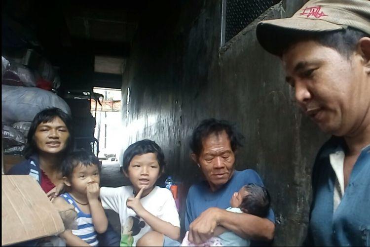 Keluarga Joni saat ditemui Kompas.com, Rabu (14/6/2017).