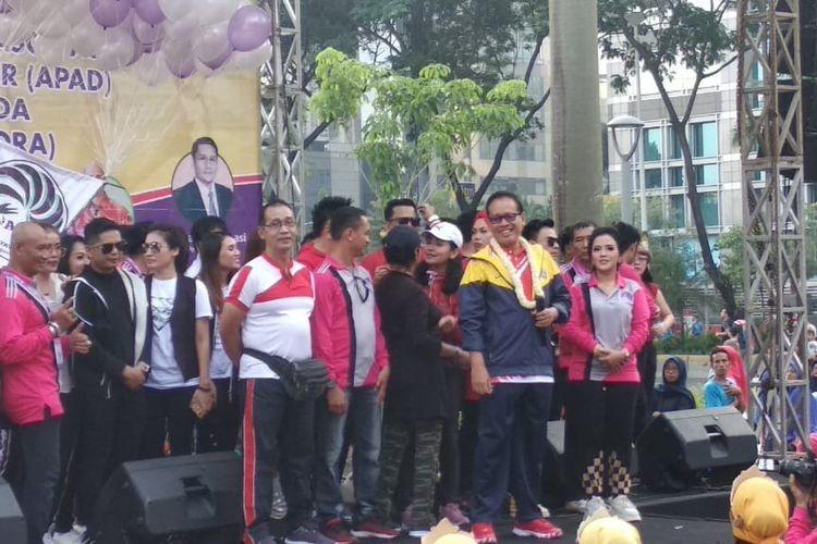 Kementerian Pemuda dan Olahraga memperkenalkan senam joget juara kepada masyarakat di kawasan kompleks Gelora Bung Karno, Senayan, Jakarta, Minggu (1/12/2019).