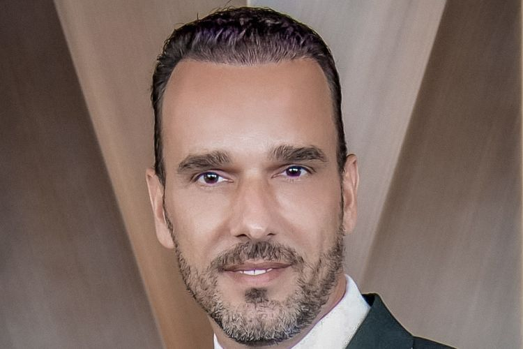 Rene Mayer.
