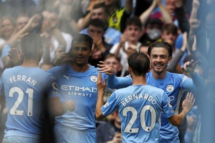 Jack Grealish merayakan gol bersama pemain-pemain Man City dalam laga Liga Inggris 2021-2022 melawan Norwich City di Stadion Etihad, Sabtu 21 Agustus 2021.