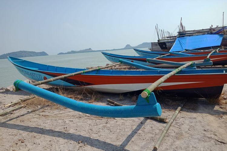Perahu nelayan milik Susi Pudjiastuti yang akan diserahkan ke nelayan yang melaut, di Kalianda Lampung Selatan, Jumat (29/11/2019)