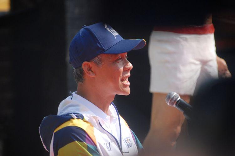 Gubernur Jateng, Ganjar Pranowo saat menghadiri proses pengambilan Api Asian Games 2018 di obyek wisata Api Abadi Mrapen, Desa Manggarmas, Kecamatan Godong, Kabupaten Grobogan, Jateng, Rabu (18/7/2018).