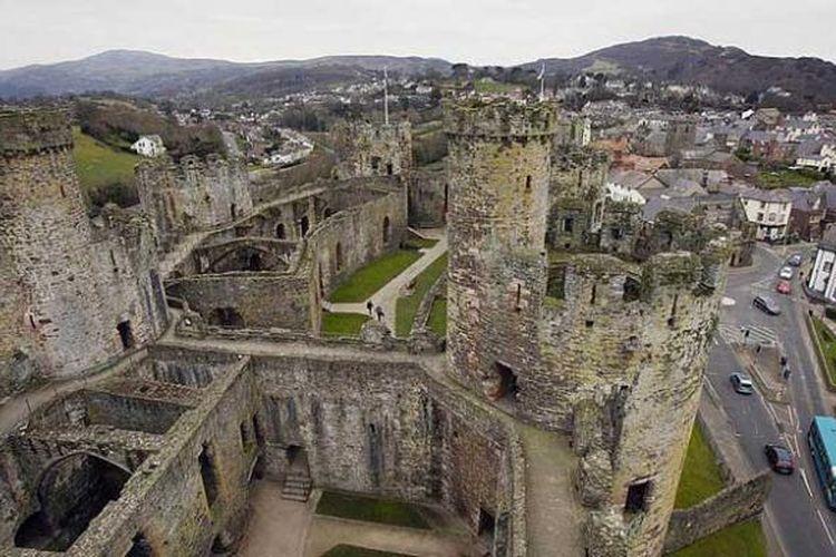 Bangsal inti dan luar Kastil Conwy di Wales, Inggris.