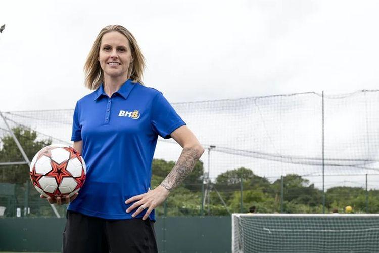 Legenda pesepak bola wanita asal Inggris, Kelly Smith