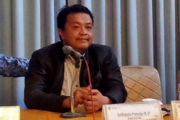 Ketua KPU Kabupaten Ngawi Syamsul Toni. Hasil sidang pleno rekapitulasi pemilu 2019 pasangan presiden nomor 1 menang telak dengan perolehan suara 78.1 persen.