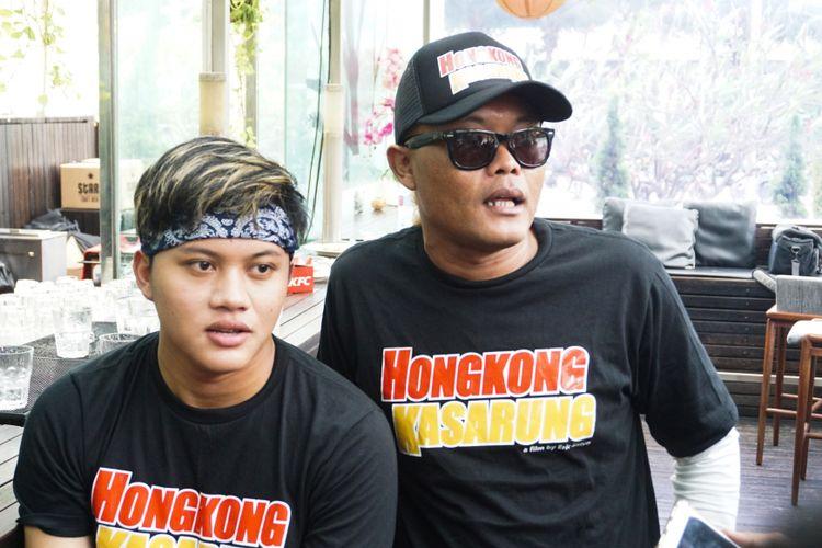 Penyanyi Rizky Febian dan sang ayah komedian Sule Sutisna saat diabadikan di Senayan City, Jakarta Pusat, Senin (12/2/2018).