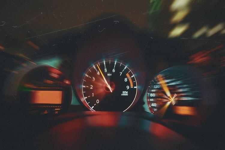 Ilustrasi speedometer sebagai salah satu alat ukur GLB dan GLBB