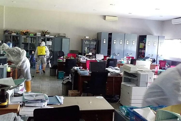 Pihak kampus Unej melakuan sterilisasi di Kantor Pusat dan beberapa unit kerja lain sejak  18 sampai dengan  22 November 2020