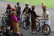Sultan dari Kalimantan Dapat Sepeda dari Jokowi