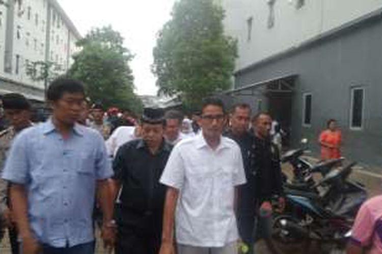 Calon wakil gubernur DKI Sandiaga Uno mendatangi warga Rusun Muara Angke, Jakarta Utara, Kamis (3/11/2016)