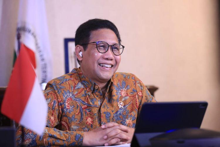 Menteri Desa, Pembangunan Daerah Tertinggal dan Transmigrasi (Mendesa PDTT) Abdul Halim Iskandar atau Gus Menteri menegaskan akan memberi sanksi kepada para kepala desa (kades) yang tidak memaksimalkan penggunaan dana desa.