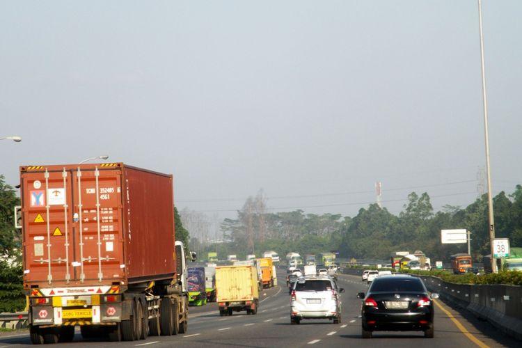 Ilustrasi arus lalu lintas di ruas tol Tangerang-Merak.