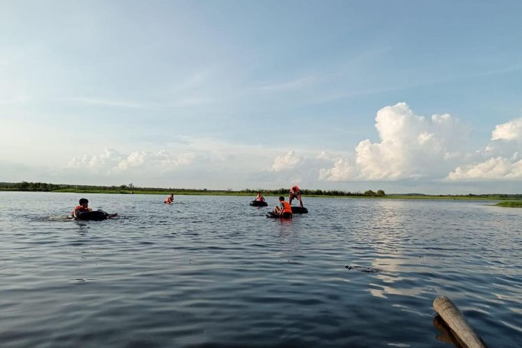 Wisata bahari adalah salah satu aktivitas yang bisa dilakukan di Desa Wisata Burai, Sumatera Selatan.