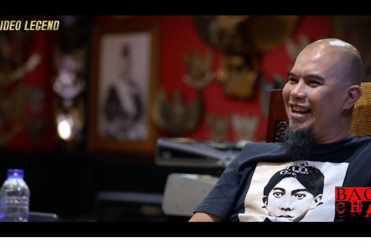Ahmad Dhani menceritakan awal mula tergabungnya Ari Lasso ke dalam band Dewa.