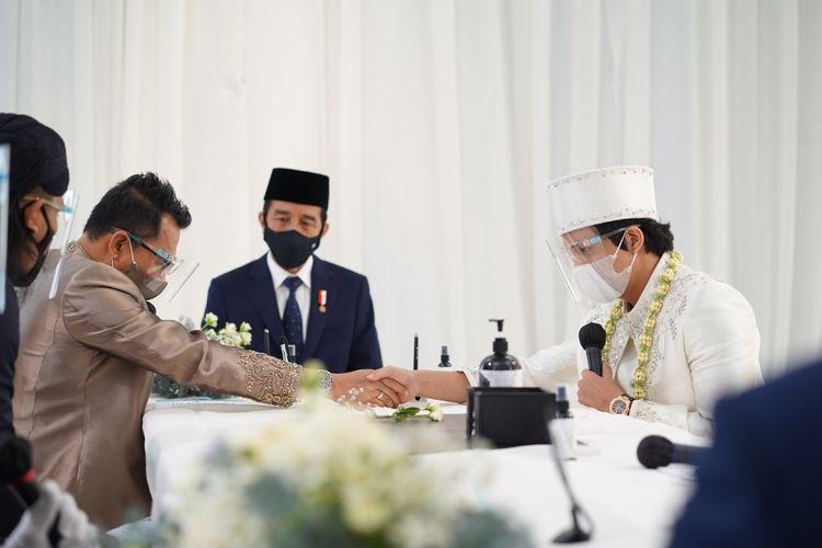 Presiden Jokowi menjadi saksi di pernikahan Atta dan Aurel.