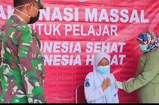Ratusan Pelajar SMK di Riau Divaksinasi, Ada yang Takut Jarum Suntik hingga Dibujuk TNI-Polri