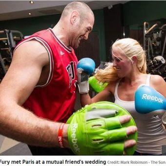 Juara dunia tinju kelas berat versi WBC, Tyson Fury, bersama sang istri, Paris Fury.