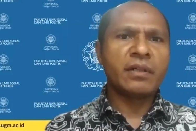 Gabriel Lele memberikan pemaparan dalam diskusi kebijakan yang diselenggarakan Komite Pemantauan Pelaksanaan Otonomi Daerah