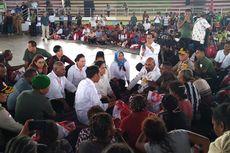 30 Menit Lesehan di Lantai, Jokowi Dengarkan Curhat Korban Banjir Sentani