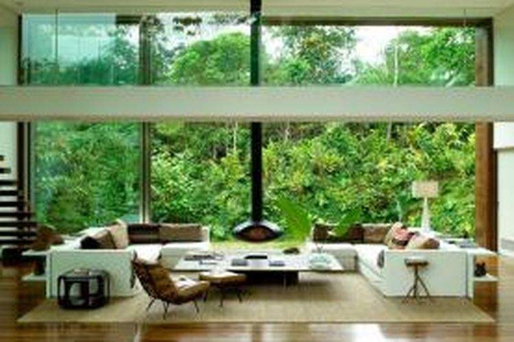 Material kaca dapat menipu mata, membuat ruangan lebih luas.